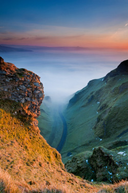 refluent:  First Glow, Winnats Pass (by ShootingMrSmith)