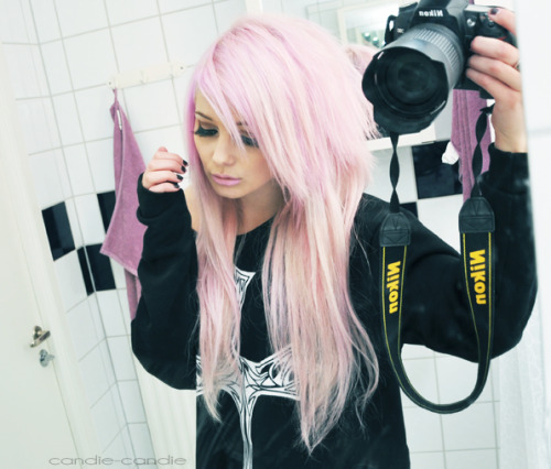 candie-candie:  My hair is pink, wih!