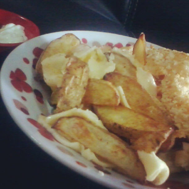 Oh yeah! It's so on, my movie marathon, with this cheesy baked potato wedges and onion ring as my companions :9