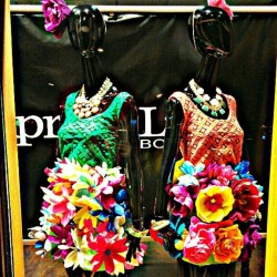 Spring window display for @apricotlanetahoe #visuals #artistic #style #fashion #DIY #handmade #flowers #spring  #merchandising