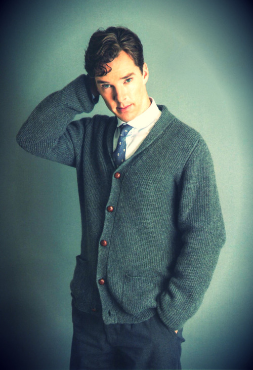 cumberbuddy:  Gorgeous new picture for the Elle mag in Japan. Moriartie. Fringe. Looks like that English teacher you always wanted. Absolutely gorgeous.  [X]  Looks like that English teacher you always wanted.