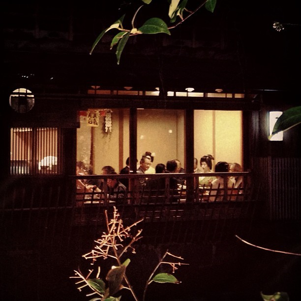 #geisha doin' their thang. #kyoto #japan  (at 祇園白川)