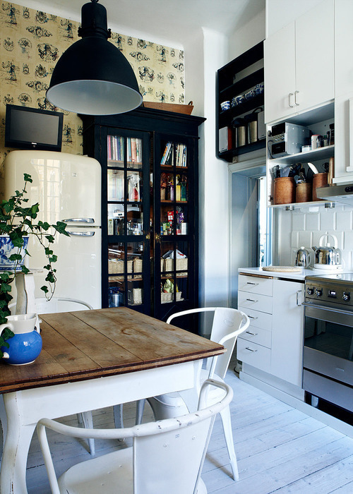 Kitchen | via Tumblr on We Heart It. http://weheartit.com/entry/60820095/via/Janou_Derckx