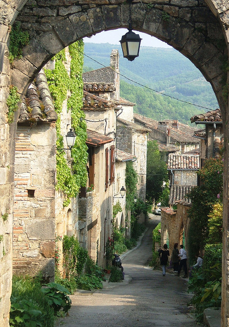 visitheworld:  Picturesque streets of Bruniquel in southern France (by pavillon82).