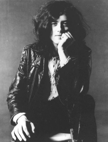 Jimmy Page (Led Zeppelin) Asc: ScorpioSun: Capricorn, house 2Moon: Cancer, house 8Mercury: Capricorn, house 2Venus: Sagittarius, house 1Mars: Gemini, house 5Sun directly conjunct MercuryMoon tightly square NeptuneVenus opposite Mars & Uranus in GeminiVenus directly trine Pluto & N. Node in LeoVenus sextile NeptuneMars trine NeptuneMars directly conjunct UranusLilith directly conjunct Jupiter in LeoPluto directly conjunct N. Node