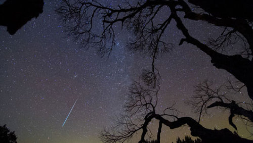 Stunning Geminid meteor shower wows skywatchersExperts had predicted that viewers in rural areas might see 100 meteors per hour early Friday morning — and perhaps even more.
