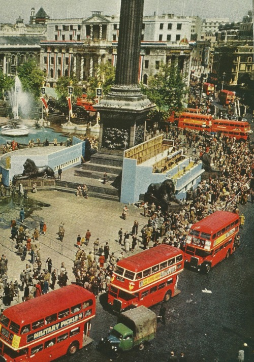 vintagenatgeographic:  London's Trafalgar Square National Geographic | September 1953