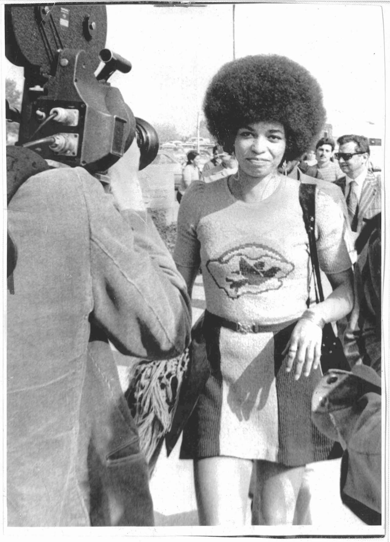 sinuousmag:  Angela Davis is 69 today!