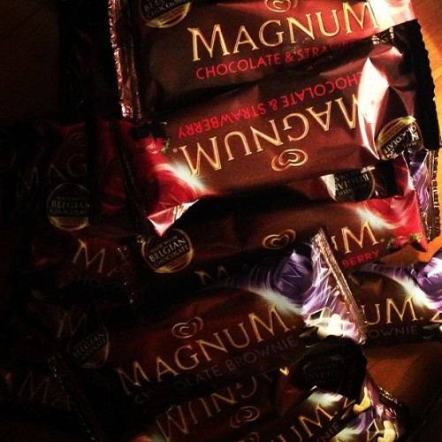 OMG a box of @magnum_ph just got delivered to me. This just made my hot day much much cooler!! ❤💗 yummmmm