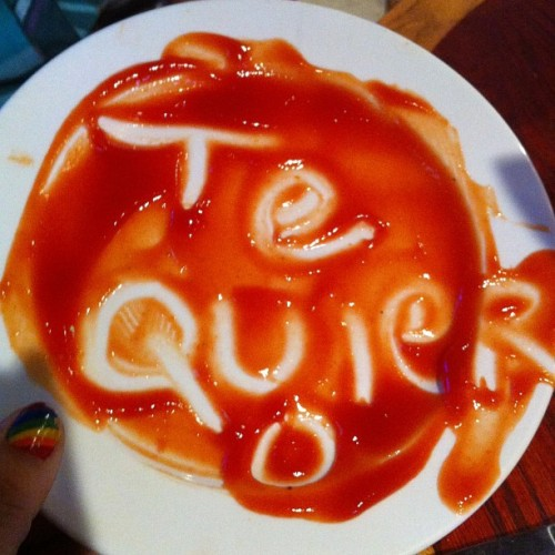 "Ketchup art ""TE QUIER-O"" lol #cuteness #ketchupart"