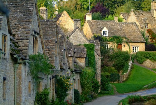 fuckitandmovetobritain:  dragonprincess76:  Cotswold, England  Arlington Row - Bibury, Gloucestershire England, UK