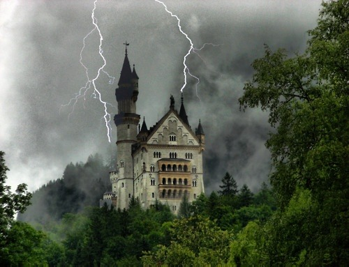 bluepueblo:  Dark Shadows, Neuschwanstein Castle, Germany photo via kim