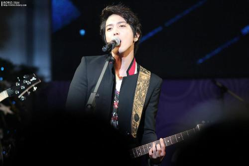 121207 Yonghwa - SBS Radio Korea New Year Eve credit: http://10roro.tistory.com