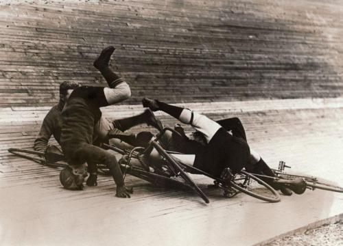 bigringriding:  THANK FUCK THE SPORT OF BICYCLE BREAKDANCING NEVER TOOK OFF.