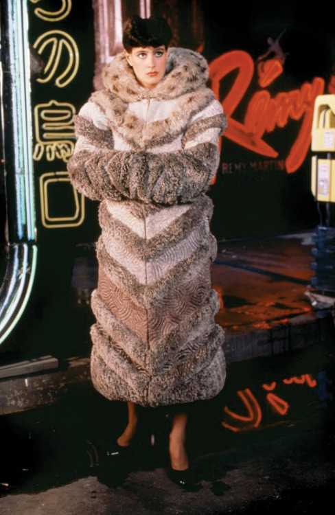 Sean Young is a furry femme fatale in Blade Runner (1992) (Pineapples101)