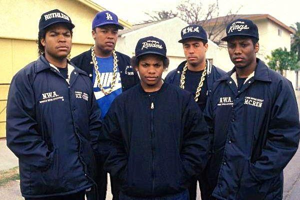 CLASSIC!!! ICE CUBE + DR. DRE + EAZY E + DJ YELLA + MC REN Throw you dubs up! xo @rozOonThego #tbt