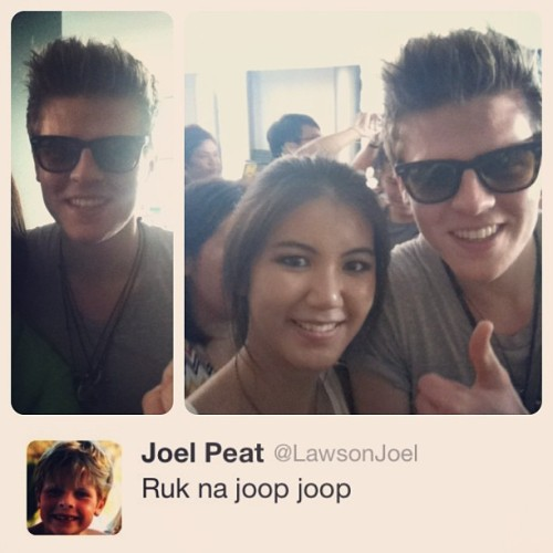 Ruk na joop joop @joelpeatstagram #lawson  #lawsoninthailand  Thank you for coming here and taking picture with me. Even though I didn't get your Guitar pick. <3