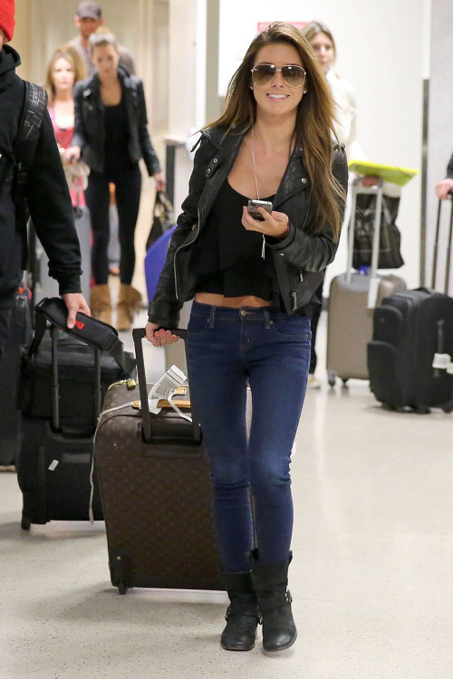 In Other News Do you think Audrina Patridge is smiling from ear to ear because the paparazzi are photographing her leaving LAX even though she knows she has done nothing of relevance in years and that her 15 minutes of fame are now over? because i think i do. but hey, more power to her, it was a slow weekend at LAX, i guess.