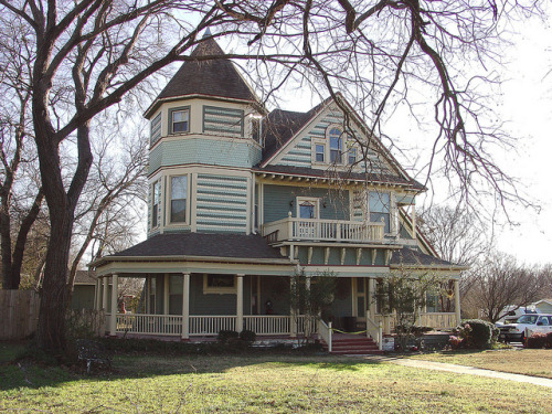 dailybungalow:  Bonham TX Queen Anne style home by vintrest on Flickr.  Just a short walk away from the massive funeral home Queen Anne is this great looking home painted in period colors. As far as I could determine, it appears to be currently in use as a restaurant. The lavish use of colors provide quiet a contrast to the black and white of the nearby castle.