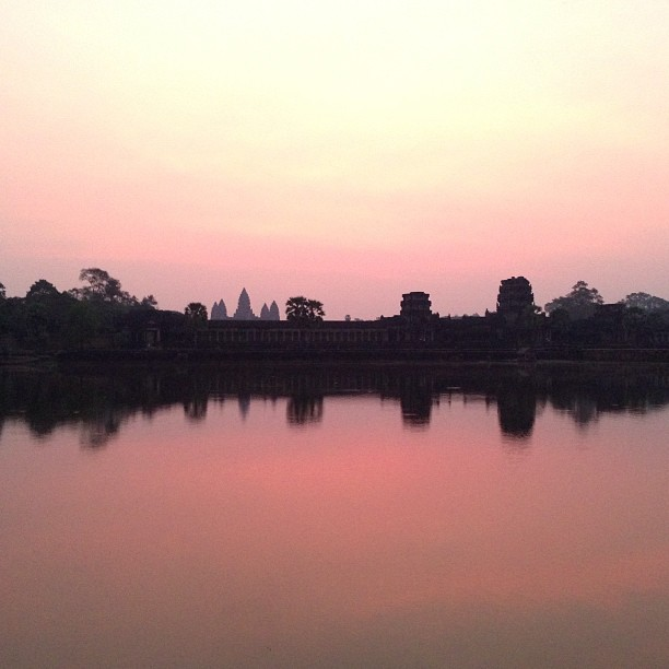 Spent the morning sitting outside Angkor Wat watching the sun rise. #nofilter (at Angkor Wat Temple (អង្គរវត្ត))