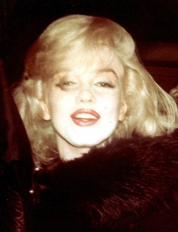 missingmarilyn:  Rare photo of Marilyn Monroe in New York, 1961.
