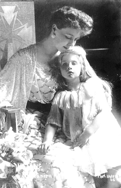 carolathhabsburg:  Crownprincess Marie of Romania and her namesake, Pss Marie aka Mignon. 1906