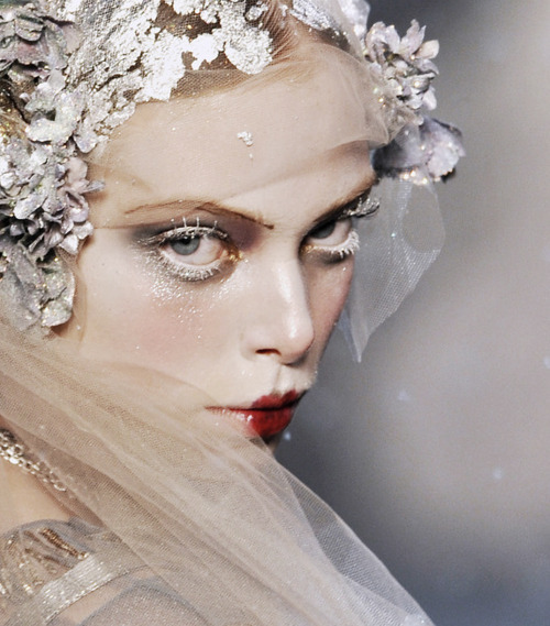 havte:  Tanya Dziahileva at John Galliano autumn/winter 2009-10