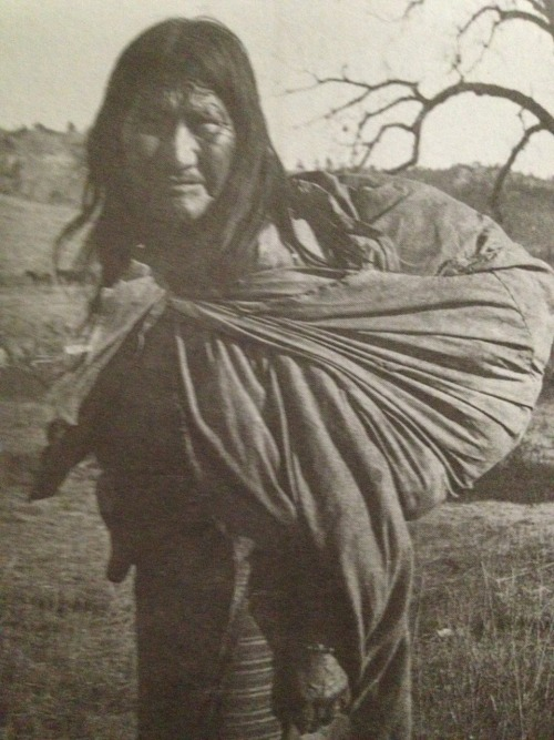 nitanahkohe:  photos of Strong Left Hand (Cheyenne), 1906:  Hote-Ne-A-Ate-Zi lost her first [of seven] husbands at the battle of the Little Bighorn. She is said to have admitted scalping and mutilating dead soldiers of the Seventh Cavalry after the battle, [as revenge for the US military's similar treatment of Cheyenne dead after the Sand Creek Massacre]. She is the mother of fifteen daughters and two sons…[and is] a lovable, jovial old soul.