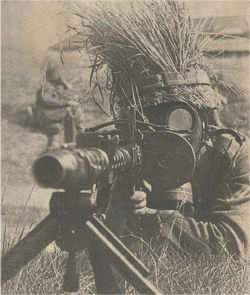 surrenderinvitesdeath:   German machine gunner…..
