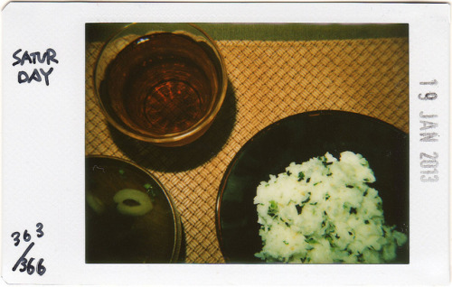 ★36 Project★ 363/366 on Flickr.Today's 4th meal. The wakame (seaweed) rice and Osuimono (Japanese simple soup). 夜食。急に食べたくなったわかめごはんとお吸い物。
