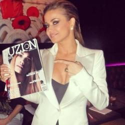 Repost from Fuzion Magazine of Carmen Electra posing with the recent issue of Fuzion featuring my cover shoot with DJ Havana Brown! You can still purchase a copy on magcloud if you haven't yet! ;)