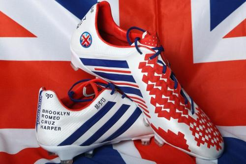 meninblazers:  David Beckham's cleats for his last game.