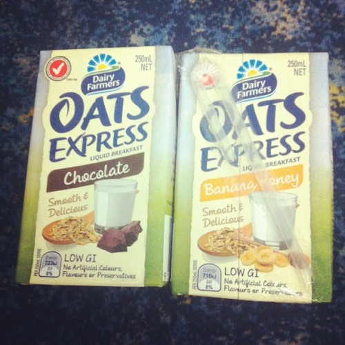 Brands giving out free liquid Brekky on the way to work? I'll reward it. #oatsexpress #dairyfarmers #isellout