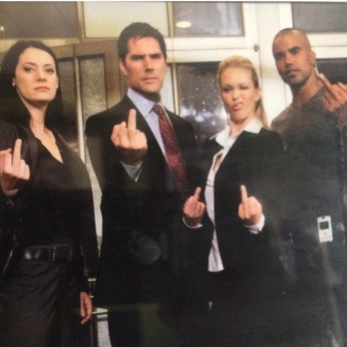 Hotch's middle finger is up, someone call the FBI!