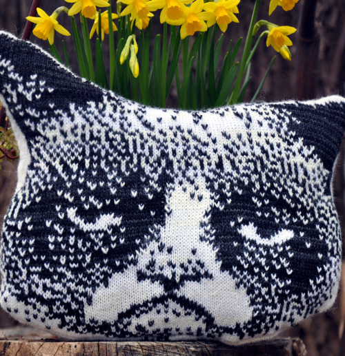 I knit a pillow once, it was awful. (except this pillow is awesome!!)