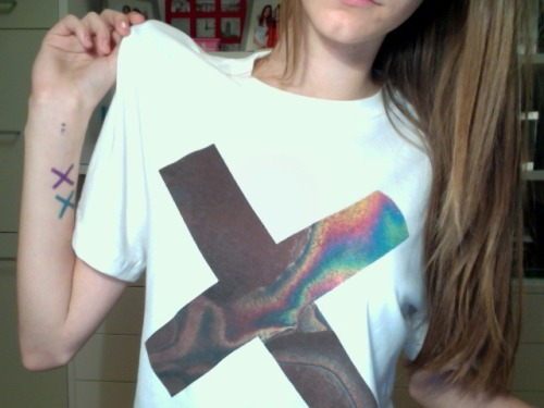 paleandead:  beachteens:  THE XX  pretty and pale ♥ following back all