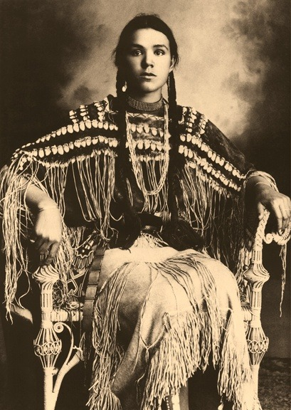 valscrapbook:  eclectictheycallme: Kiowa Girl, Indian Portrait by Edward Curtis