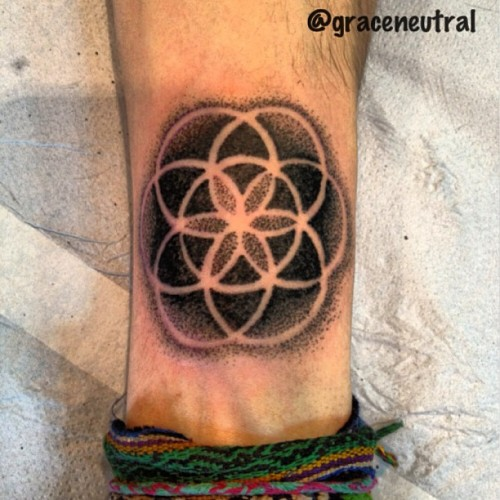 Little seed of life on the wrist from today #tattoo #tattoos #handpoke #handpoketattoo #seedoflife #dotwork