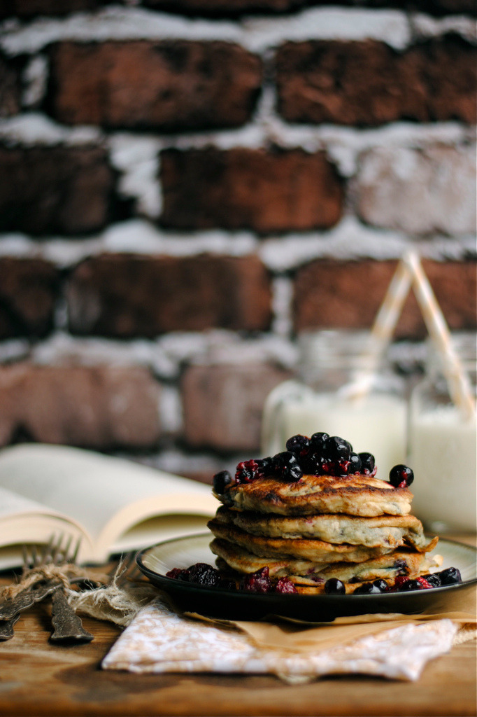 noperfectdayforbananafish:  Very Berry Pancakes via How To: Simplify (by How To: Simplify)