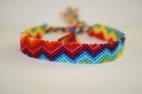 https://www.etsy.com/listing/124291751/friendship-bracelet-rainbow-gradient-zig