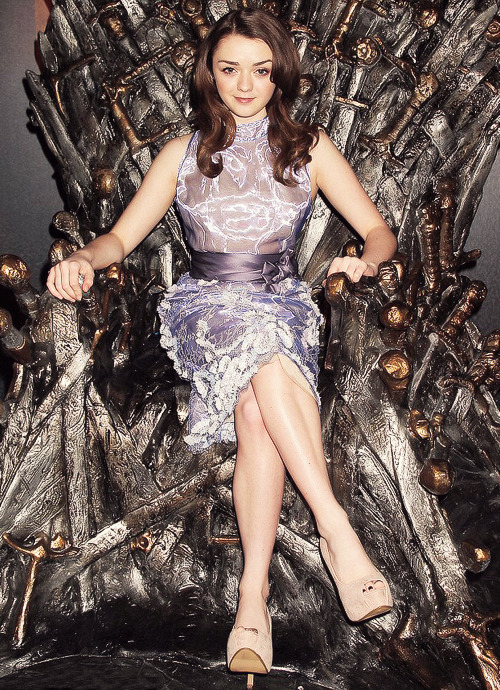 Maisie Williams at the Game of Thrones Exhibition opening in NYC (3.27.2013) (x)