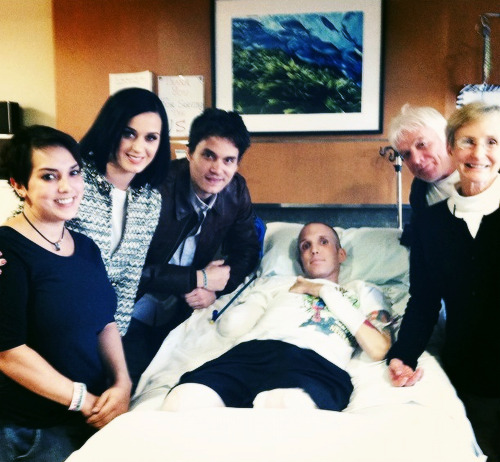 Katy and John Mayer visiting wounded warriors and cancer patients - 01.20.13