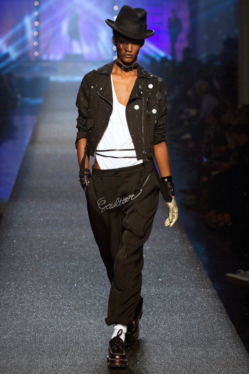 blackfashion:  jean paul gaultier ss2013  I would totally rock this!