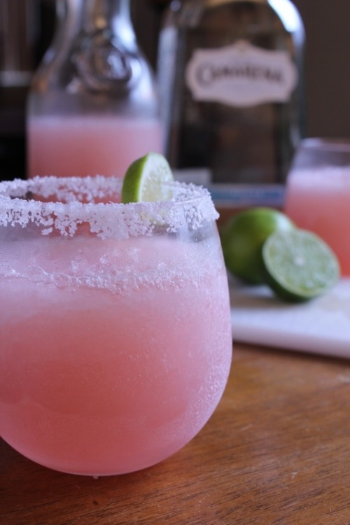fortheloveoffoodporn:  Pink grapefruit margaritas 1 cup ruby red grapefruit juice 1/2 cup fresh squeezed lime juice (about 4 limes) 1 cup triple sec orange liqueur 3 cups ice 1 cup silver tequila 1 lime cut in wedges, optional Kosher salt.