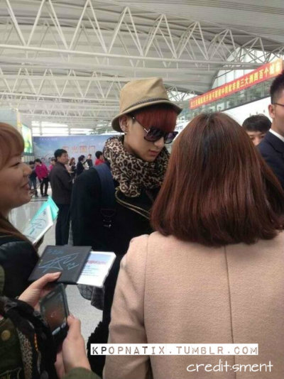 Tao signing to some fans.