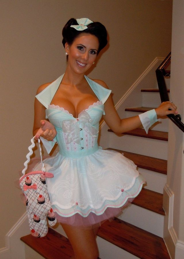 #sexy mommy#cute mom#halloween#halloween costumes#sexy#gorgeous#mature babe#mature beauty#cleavalicous#hot wife