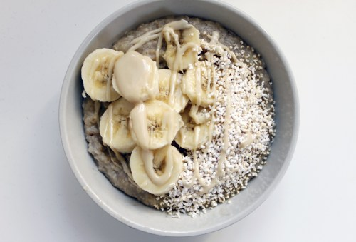 sherry-blossom:  Cinnamon vanilla oatmeal topped with banana, puffed amaranth and almond butter.