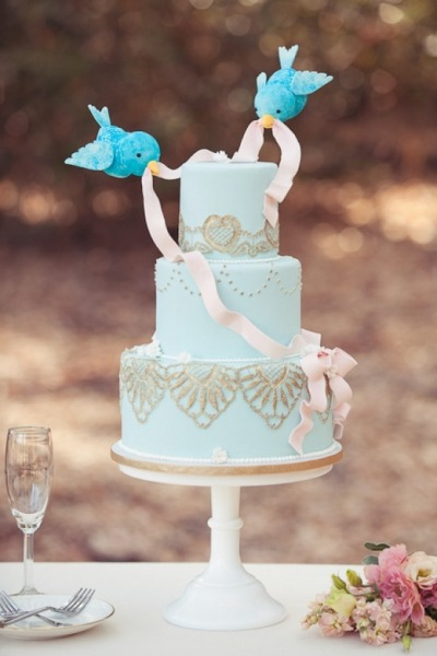 weddinginspirasi:  I love the design of this whimsical cake with the 2 little twitter birds seemingly tying a ribbon knot on it. Tweet this really pretty cake! Cake by I Believe it's CakeBeautifully photographed by Jennifer Fujikawa
