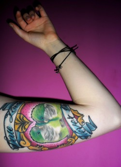 fuckyeahtattoos:  My beautiful parrots with 'True Love Never Dies' by Szymon, Sauron Tattoo, Poland.  I haz a jellis….