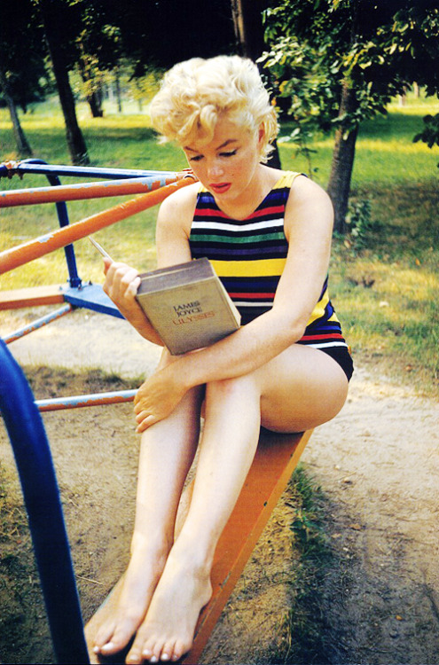 vintagegal:  Marilyn Monroe photographed by Eve Arnold ,1955